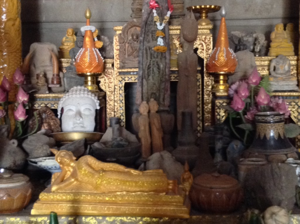 There are many ways to meditate in the temples. Here is an example of some of the holy items.